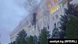Пожар в «Белом доме», город Бишкек. 6 октября 2020 года.