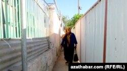 Aşgabat: Jaýlaryň daşy gabsaldy