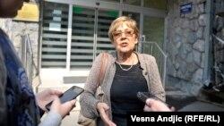 Vesna Pešić u razgovoru sa novinarima ispred Višeg suda u Beogradu, 31. maj 2017.