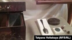 Ложка Ганнибала в музейной витрине