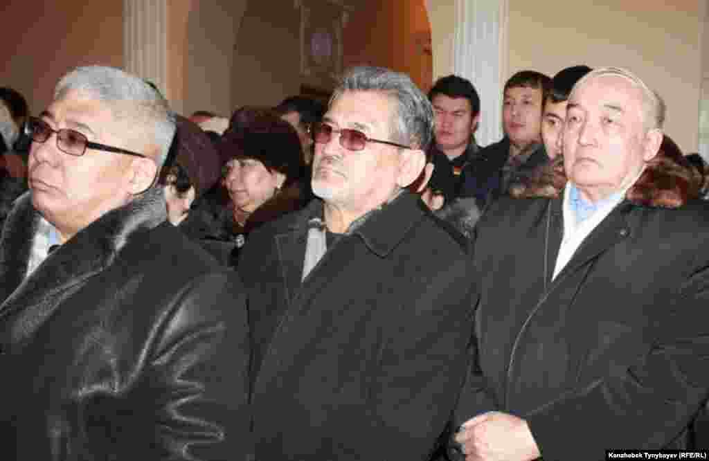 Гүлнар Дулатовамен қоштасуға келген жұртшылық өкілдері. Алматы, 20 ақпан 2013 ж.