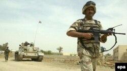 Iraqi soldiers on patrol in Al-Kut.