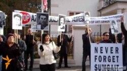Բողոքի ցույց Չեխիայում Ադրբեջանի դեսպանատան մոտ