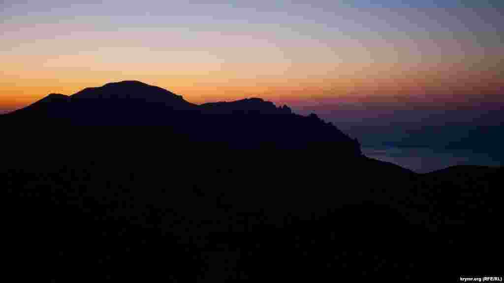 Світанок над стародавнім вулканом Кара-Даг
