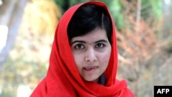 Малала Юсафзай в октябре прошлого года пережила нападение боевика. Этот снимок сделан весной 2013 года