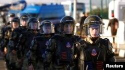 Сотрудники сил безопасности Турции возле учреждения, в котором проходит процесс по делу о попытке государственного переворота.