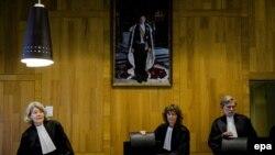 Haška sudnica, ilustracija
