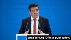 Gyrgyzystanyň prezidenti Sooronbai Jeenbekow