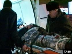 Эвакуация одного из выживших в катастрофе Ми-8, 14 января 2009 года