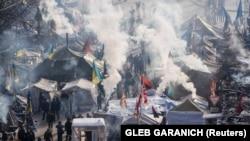معترضان ضد دولتی در میدان استقلال کیف
