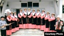 """""""Айгүл-Тоо айымдары"""" элдик фольклордук тобунун катышуучулары"""