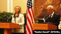 Ҳилларӣ Клинтон бо Ҳамроҳхон Зарифӣ. Душанбе, 22 октябри соли 2011