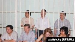 Азамат Мурзалиев, Алмазбек Абеков и Кенжебек Аман уулу на судебном заседании. 10 августа 2012 года.