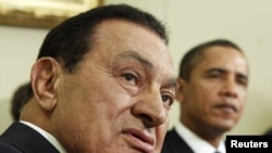 Hosni Mubarak and Barack Obama meet in Washington in August 2009