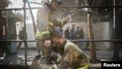 Srušio se jedan od najstarijih solitera u kom je prethodno izbio požar