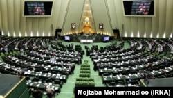 دولت مجاز شده است ۵۰ درصد از حساب ذخیره ارزی کشور برداشت کند