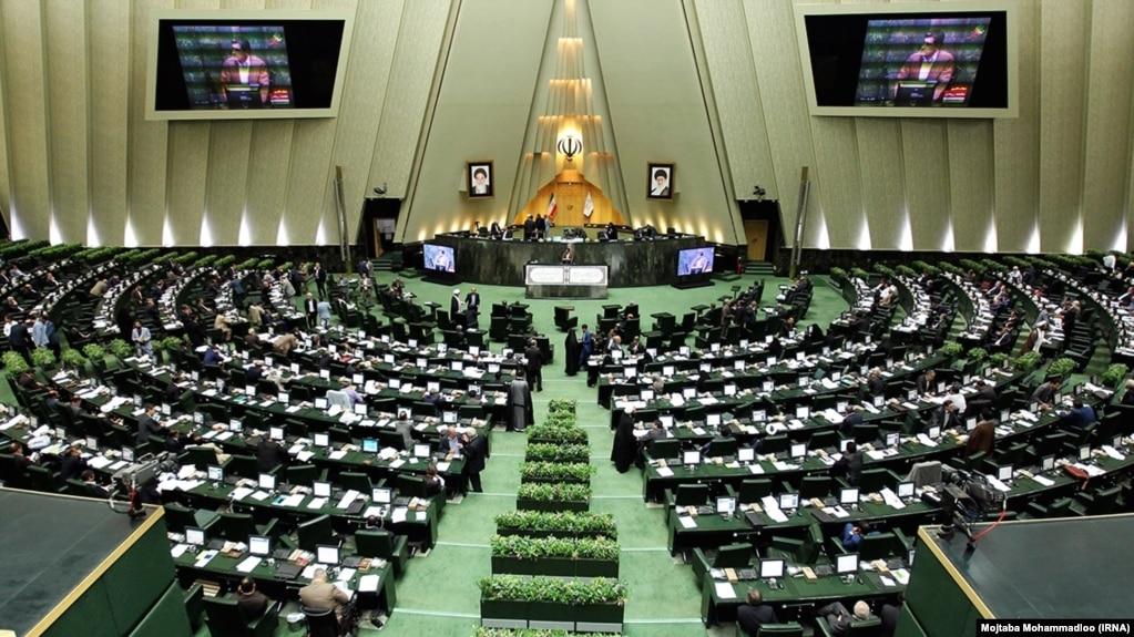 نمایندگان روحانی به سئوالات نماینگان مجلس درباره موسسات مالی پاسخ دادند