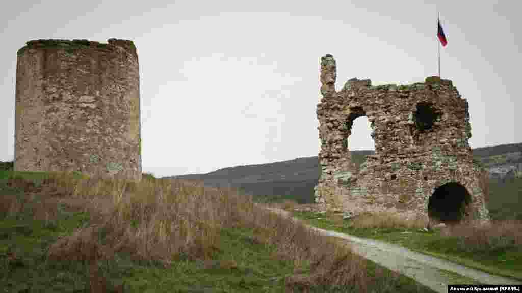 Найкраще вціліли вежі перед входом до фортеці