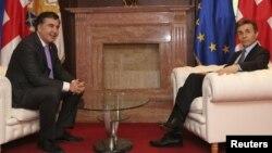 Грузия президенті Михаил Саакашвили (сол жақта) мен премьер-министр Бидзина Иванишвили. Тбилиси, 4 наурыз 2013 жыл.
