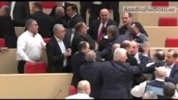 Parlamentdə əlbəyaxa dava
