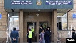 Алматыдағы жарылыс болған сән және дизайн колледжі. Алматы, 17 қараша 2014 жыл.