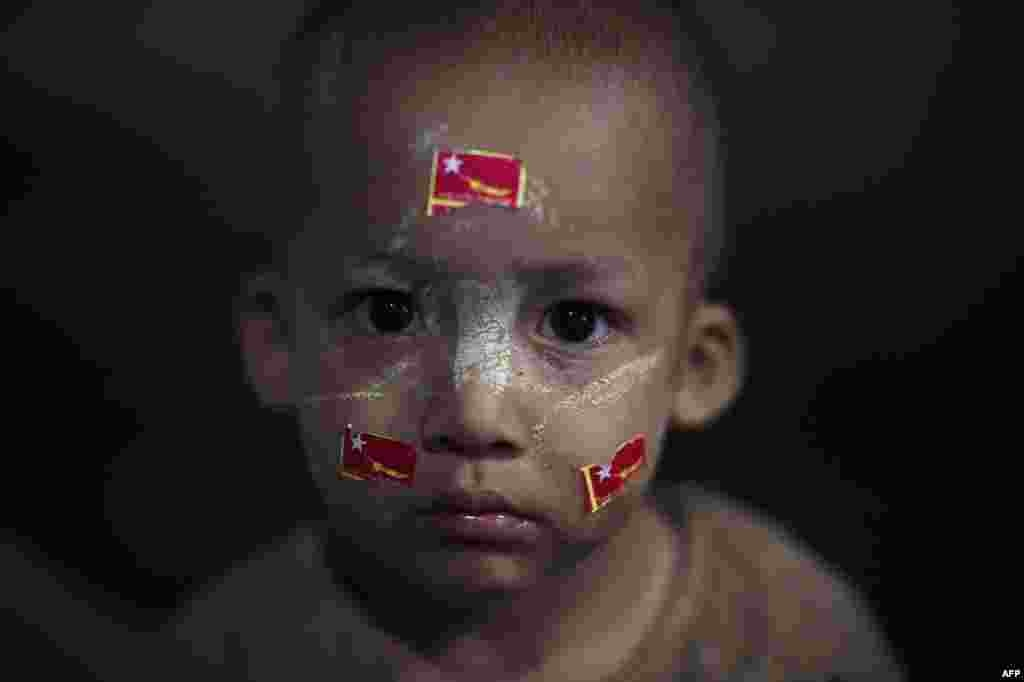 A young supporter of Burmese opposition leader Aung San Suu Kyi's National League for Democracy (NLD) is photographed outside the main train station in Yangon on November 5. (AFP/Nicolas Asfour)