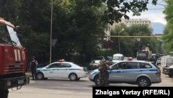 Район оцепления в квадрате улиц Гоголя — Зенкова — Макатаева — Абдуллиных. Алматы, 20 июля 2016 года.