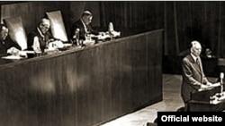 Џорџ Маршал го презентира неговиот планза економска обнова на Европа