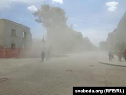 Пешаходная вуліца ў пыле