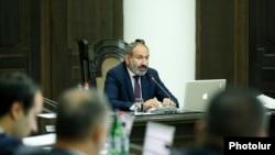 Премьер-министр Никол Пашинян проводит заседание правительства, Ереван, 18 июня 2018 г.