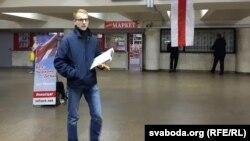 Зьміцер Дашкевіч падчас збору подпісаў