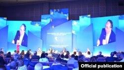Глава МИД Армении Зограб Мнацаканян выступает на международном форуме, посвященном 10-летию Восточного партнерства ЕС, Батуми, 11 июля 2019 г․