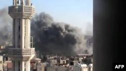 Густой дым от бомбордировки в Хомсе, 11 июня 2012