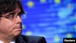 Карлес Пучдемон мав імунітет від судового переслідування після свого обрання до палати Європарламенту у 2019 році, але втратив його в березні