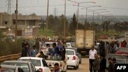 жителите на Бенгази масовно го напуштаат градот поради немирите