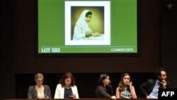 Малала Юсуфзайдың аукционға түскен портреті. Нью-Йорк, 14 мамыр 2014 жыл.