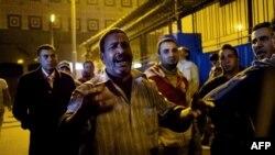 Єгиптянин плаче біля соргу в Каїрі, куди привезли тіло його сина, 8 лютого 2015 року