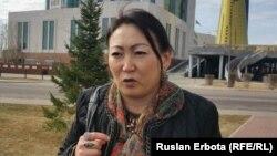 Кәсіпкер әйел Ақмарал Ардаубаева Жоғарғы сот алдында тұр. Астана, 5 сәуір 2016 жыл