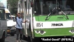 """Аксарияти мутлақи """"кондуктор""""-ҳо дар мусофирбарҳои Душанбе, мардон мебошанд."""