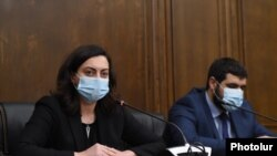 ԱԺ «Իմ քայլը» խմբակցության պատգամավոր Լենա Նազարյանը և Արմեն Եղոյանը ճեպազրույցով են հանդես գալիս, 19 նոյեմբերի, 2020թ.