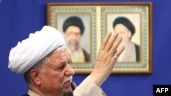 اکبرهاشمی رفسنجانی در نماز جمعه تهران از اقدام دولت ترکمنستان در قطع صدور گاز به ايران و عملکرد دولت نهم در پيش بينی نکردن کمبود گاز انتقاد کرد.