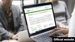 Сайт электронного правительства (eGov) Казахстана на экране портативного компьютера