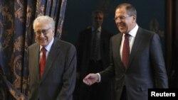 Ռուսաստան – Ռուսաստանի արտգործնախարար Սերգեյ Լավրովը եւ ՄԱԿ֊ի եւ Արաբական լիգայի՝ Սիրիայի հարցով հատուկ բանագնաց Լախդար Բրահիմին (ձ) Մոսկվայում իրենց հանդիպման ժամանակ, 29-ը հոկտեմբերի, 2012թ․