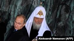 Владимир Путин и патриарх Кирилл на открытии памятника жертвам репрессий в Москве