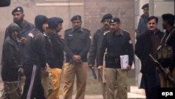 Tineri americani suspectați de legături cu teroriști, escortați de poliția pakistaneză