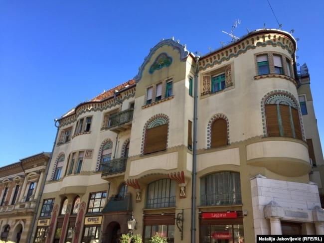 U stilu mađarske varijante secesije, 1907. godine na gradskom Korzou izgrađena je i Palata subotičke trgovačke banke po projektima Marcela Komora i Dežea Jakaba.