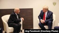 """محمد اشرف غنی رئیس جمهور افغانستان هنگام دیدار با دونالد ترمپ رئیس جمهور امریکا در حاشیۀ اجلاس """"مجمع جهانی اقتصاد"""""""