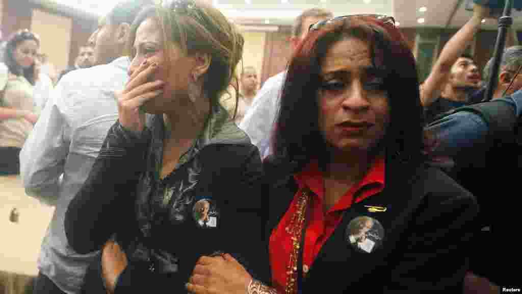 Ахмед Шафиктің жеңілгенін естіген жақтастары қайғырып тұр. Каир, 24 маусым 2012 жыл