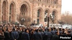 Акция протеста работников золотого рынка у здания правительства, Ереван, 18 февраля 2010 г.