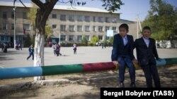 Школьники в Кыргызстане. Иллюстративное фото.